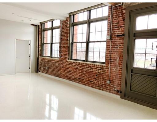 Casa Unifamiliar por un Alquiler en 275 Medford Street Boston, Massachusetts 02129 Estados Unidos