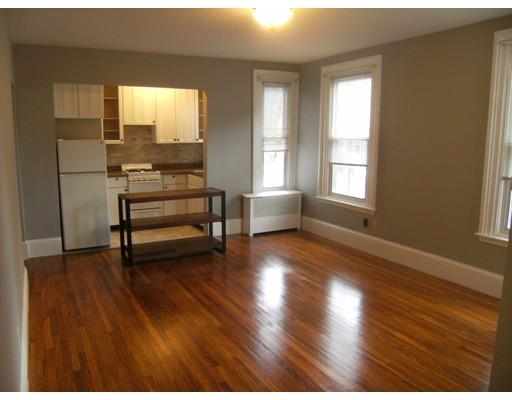 独户住宅 为 出租 在 126 W Wyoming 梅尔罗斯, 02176 美国