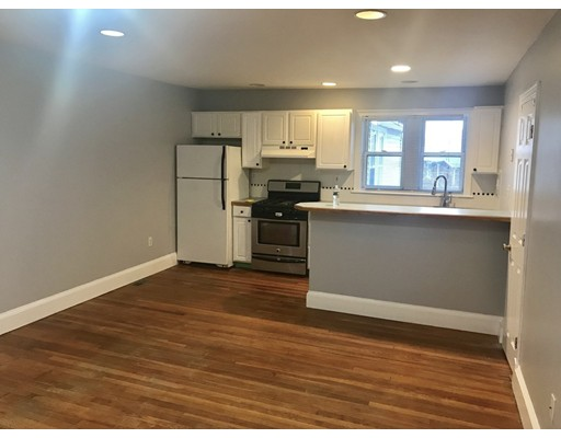 Casa unifamiliar adosada (Townhouse) por un Alquiler en 90 Old Colony Ave #90A 90 Old Colony Ave #90A Quincy, Massachusetts 02170 Estados Unidos