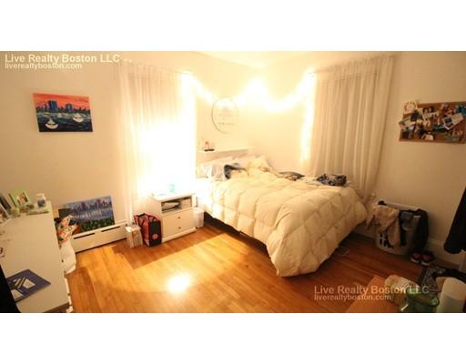 Maison accolée pour l à louer à 28 Greylock St #1 28 Greylock St #1 Boston, Massachusetts 02134 États-Unis