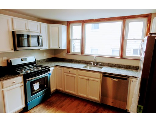Casa Unifamiliar por un Alquiler en 73 Lowell Street Somerville, Massachusetts 02143 Estados Unidos