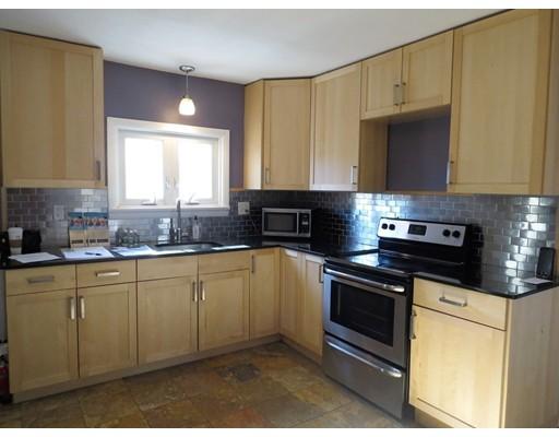 Casa Unifamiliar por un Alquiler en 34 Martin Street 34 Martin Street Attleboro, Massachusetts 02703 Estados Unidos