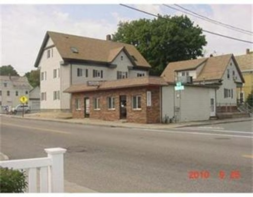 Commercial pour l Vente à 203 Belmont Street 203 Belmont Street Brockton, Massachusetts 02301 États-Unis