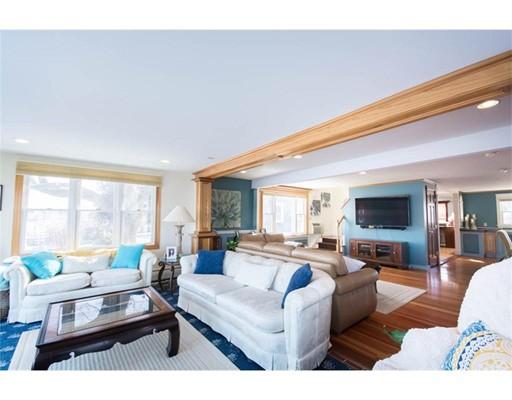 Частный односемейный дом для того Продажа на 161 Narragansett Blvd 161 Narragansett Blvd Portsmouth, Род-Айленд 02871 Соединенные Штаты