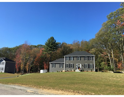 Single Family Home for Sale at 11 Pond Street 11 Pond Street Mendon, Massachusetts 01756 United States