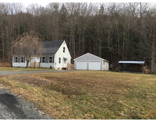 واحد منزل الأسرة للـ Sale في 12 Bush Road 12 Bush Road Cummington, Massachusetts 01026 United States