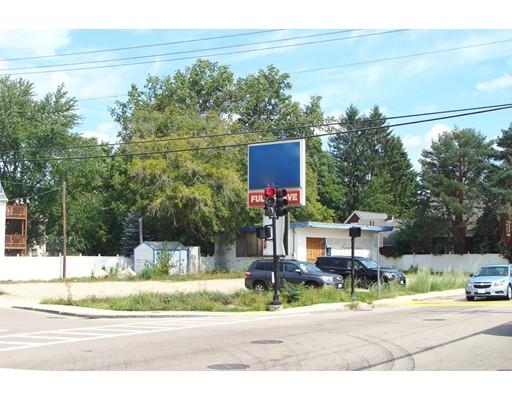 Kommersiell för Försäljning vid 108 E Main St ( RT 16) 108 E Main St ( RT 16) Milford, Massachusetts 01757 Usa
