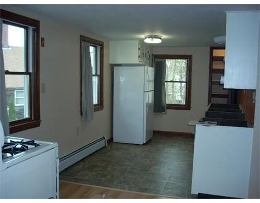 公寓 为 出租 在 12 Dennett #12 12 Dennett #12 Amesbury, 马萨诸塞州 01913 美国