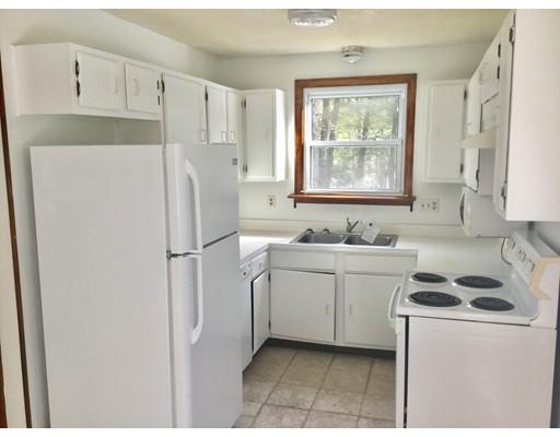واحد منزل الأسرة للـ Sale في 101 Pond Brook 101 Pond Brook Huntington, Massachusetts 01050 United States