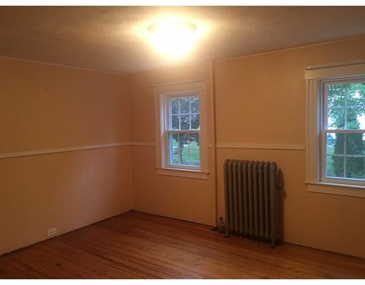 Casa Unifamiliar por un Alquiler en 161 BEDFORD Road Woburn, Massachusetts 01801 Estados Unidos