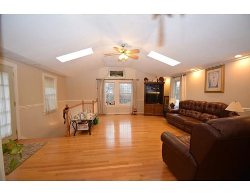 واحد منزل الأسرة للـ Sale في 5 Kristen Road 5 Kristen Road Randolph, Massachusetts 02368 United States