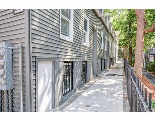 Casa Multifamiliar por un Venta en 1 Saint James Place Boston, Massachusetts 02119 Estados Unidos