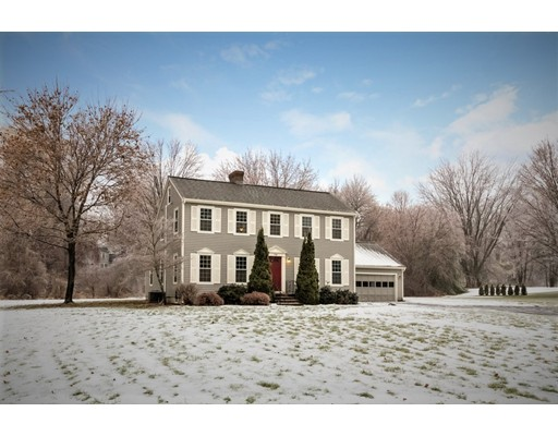 Maison unifamiliale pour l Vente à 1568 Massachusetts Avenue 1568 Massachusetts Avenue Lunenburg, Massachusetts 01462 États-Unis