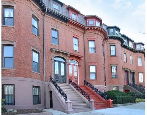 Maison multifamiliale pour l Vente à 815 East Broadway 815 East Broadway Boston, Massachusetts 02127 États-Unis