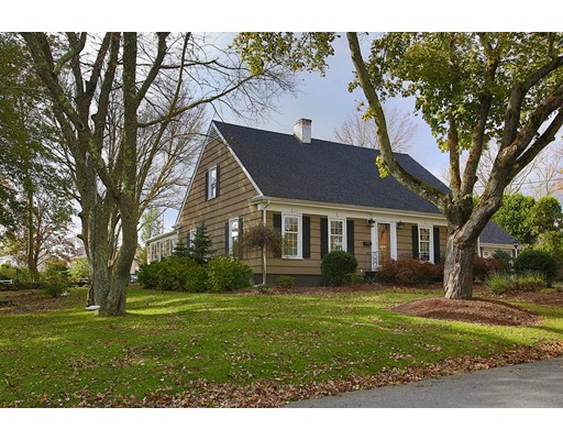 Single Family Home for Sale at 147 Gifford Avenue 147 Gifford Avenue Somerset, Massachusetts 02720 United States