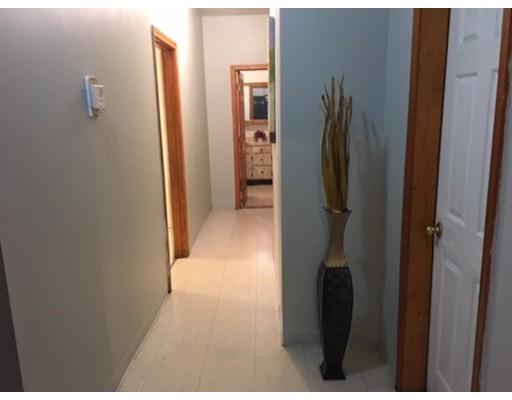 独户住宅 为 出租 在 108 Southern Avenue 波士顿, 马萨诸塞州 02121 美国