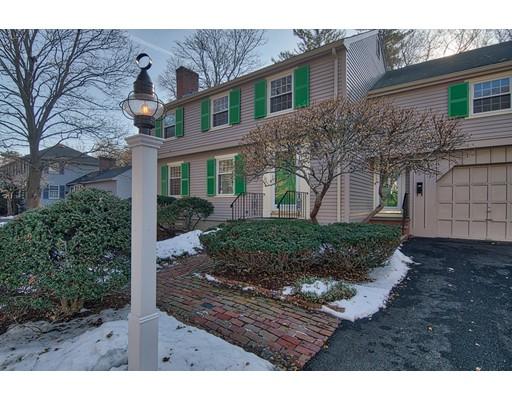 واحد منزل الأسرة للـ Sale في 64 Morrison Rd W 64 Morrison Rd W Wakefield, Massachusetts 01880 United States