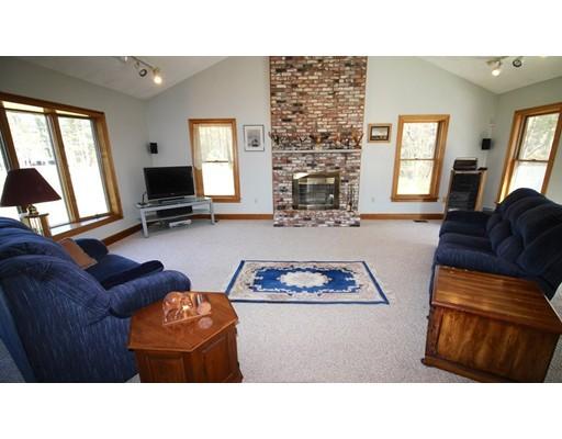 واحد منزل الأسرة للـ Sale في 278 Central Street 278 Central Street Rowley, Massachusetts 01969 United States