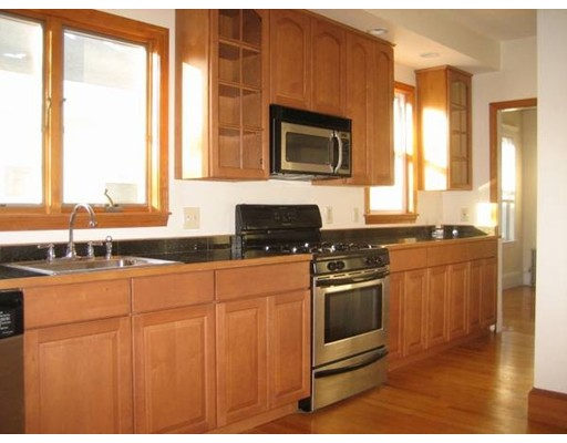 Casa Unifamiliar por un Alquiler en 18 Wellington Road Medford, Massachusetts 02155 Estados Unidos