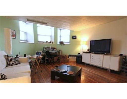 Casa Unifamiliar por un Alquiler en 52 St. Paul Street Brookline, Massachusetts 02446 Estados Unidos