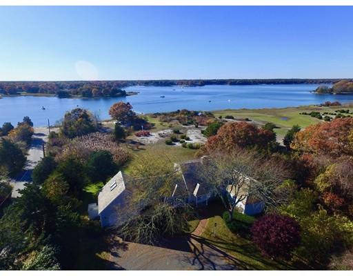 Casa para uma família para Venda às 220 Bay Street 220 Bay Street Barnstable, Massachusetts 02655 Estados Unidos