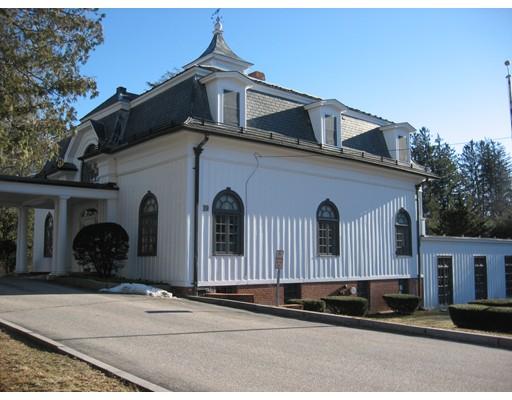 Commercial pour l Vente à 19 Everett Street 19 Everett Street Southbridge, Massachusetts 01550 États-Unis
