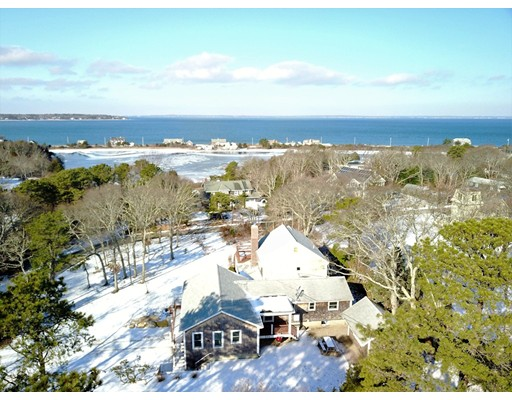 Maison unifamiliale pour l Vente à 63 Webster Avenue 63 Webster Avenue Oak Bluffs, Massachusetts 02557 États-Unis
