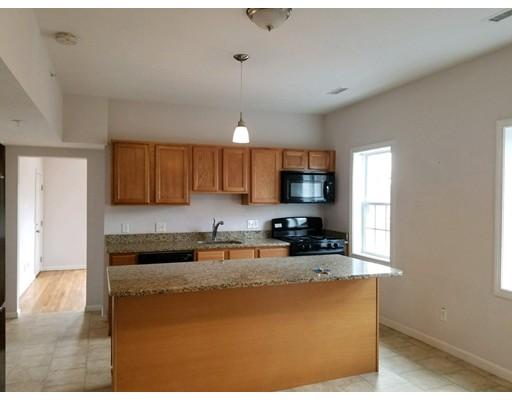 Casa Unifamiliar por un Alquiler en 154 Shrewsbury Worcester, Massachusetts 01604 Estados Unidos
