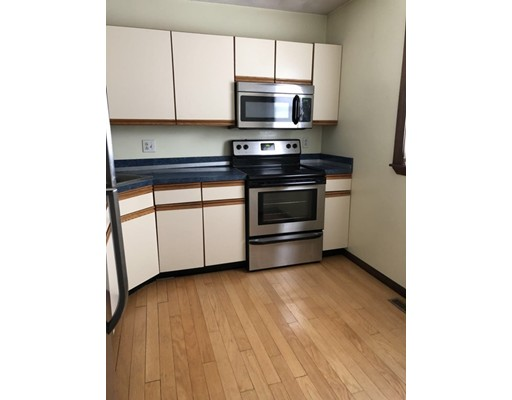 Casa Unifamiliar por un Alquiler en 279 Farrington Street Quincy, Massachusetts 02170 Estados Unidos