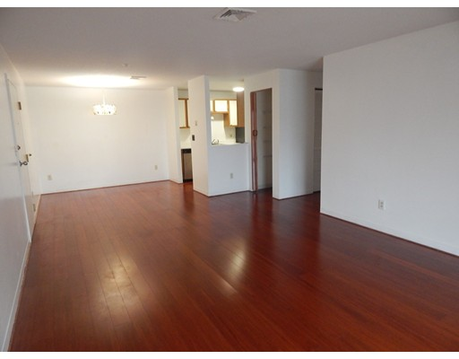 Condominio por un Alquiler en 15 Bower Road #E-10 15 Bower Road #E-10 Quincy, Massachusetts 02169 Estados Unidos