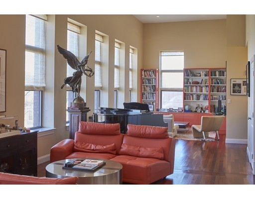 Appartement en copropriété pour l à louer à 20 Mcternan #301/303 20 Mcternan #301/303 Cambridge, Massachusetts 02139 États-Unis