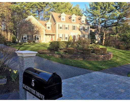 Maison unifamiliale pour l Vente à 5 MacIntyre Drive 5 MacIntyre Drive North Reading, Massachusetts 01864 États-Unis