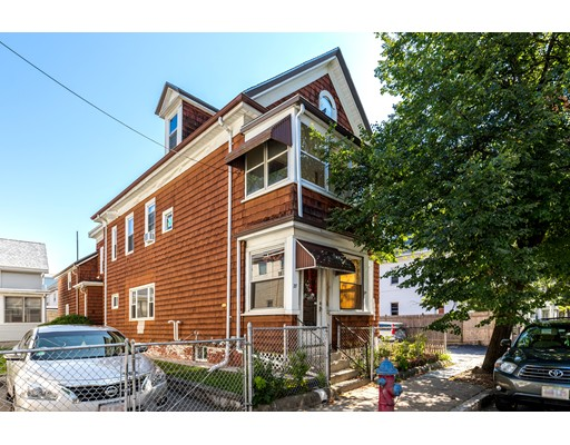 Casa Multifamiliar por un Venta en 27 Everett Avenue Somerville, Massachusetts 02145 Estados Unidos
