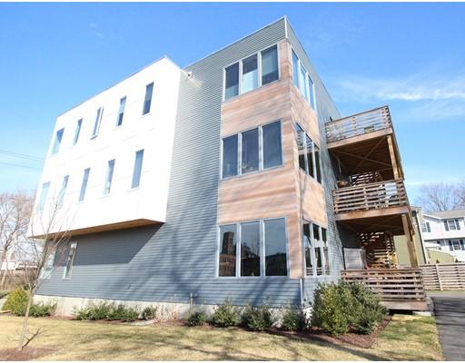 多户住宅 为 销售 在 17 Ash Street 17 Ash Street 沃尔瑟姆, 马萨诸塞州 02453 美国