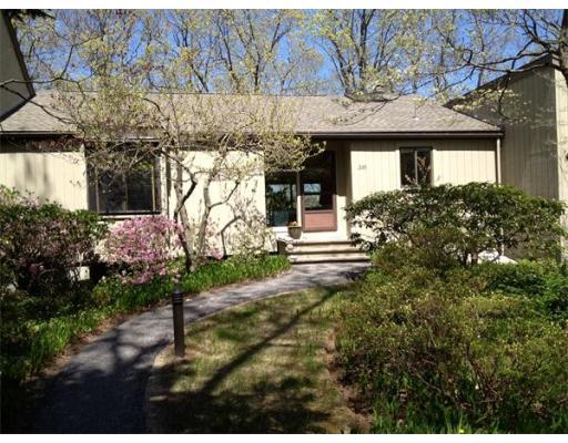 Casa Unifamiliar por un Alquiler en 335 Hemlock Circle 335 Hemlock Circle Lincoln, Massachusetts 01773 Estados Unidos
