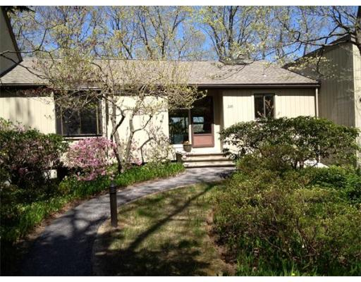 Condominio por un Alquiler en 335 Hemlock Circle #335 335 Hemlock Circle #335 Lincoln, Massachusetts 01773 Estados Unidos