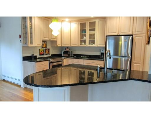 Appartement pour l à louer à 221 Fayerweather St #1 221 Fayerweather St #1 Cambridge, Massachusetts 02138 États-Unis
