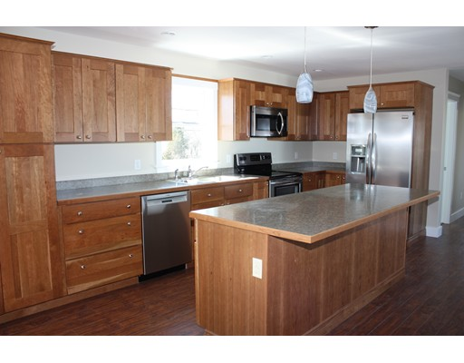 شقة للـ Rent في 80 Main Street #2 80 Main Street #2 Essex, Massachusetts 01929 United States