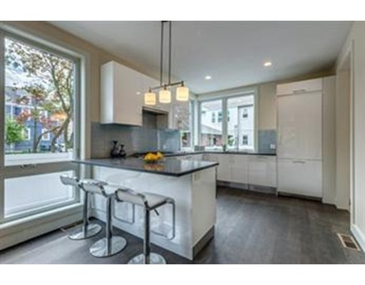 Additional photo for property listing at 92 Parsons Street  Boston, Massachusetts 02135 Estados Unidos
