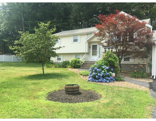 واحد منزل الأسرة للـ Sale في 10 Argyle Avenue 10 Argyle Avenue Avon, Massachusetts 02322 United States
