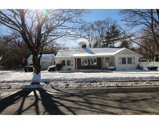 Maison unifamiliale pour l Vente à 46 South Street 46 South Street Holbrook, Massachusetts 02343 États-Unis