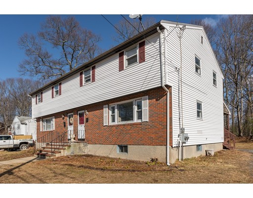 Casa Multifamiliar por un Venta en 18 Crickett Lane 18 Crickett Lane Randolph, Massachusetts 02368 Estados Unidos