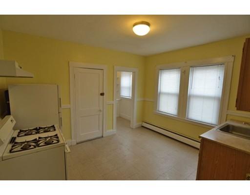 Casa Unifamiliar por un Alquiler en 97 Ballou Avenue Boston, Massachusetts 02124 Estados Unidos