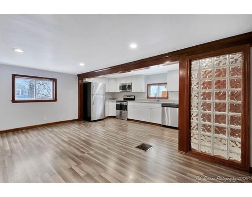 واحد منزل الأسرة للـ Sale في 48 Lakeshore Drive 48 Lakeshore Drive Georgetown, Massachusetts 01833 United States