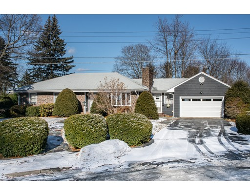 واحد منزل الأسرة للـ Sale في 2 Alpine Circle 2 Alpine Circle Wakefield, Massachusetts 01880 United States