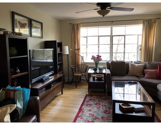 Casa Unifamiliar por un Alquiler en 106 EVANS ROAD Boston, Massachusetts 02135 Estados Unidos