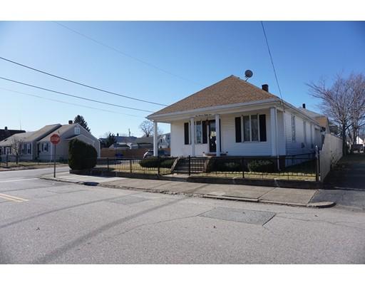 独户住宅 为 销售 在 184 Woodbury Street 184 Woodbury Street Pawtucket, 罗得岛 02861 美国