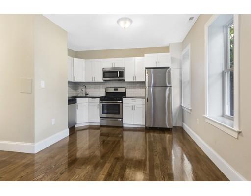 独户住宅 为 出租 在 147 Paris Street 波士顿, 马萨诸塞州 02128 美国
