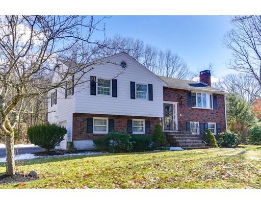 独户住宅 为 销售 在 15 Partridge Road 麦德菲尔德, 02052 美国