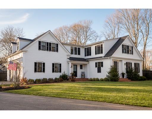 Maison unifamiliale pour l Vente à 73 School Street 73 School Street Hingham, Massachusetts 02043 États-Unis